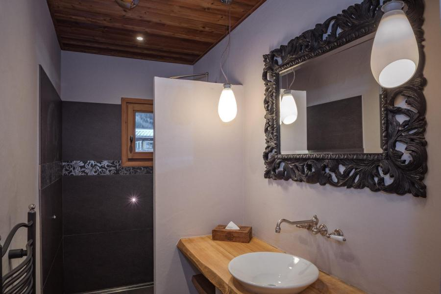 Rent in ski resort 7 room cottage 8 people - Maison Alpie - Chamonix - Wash-hand basin