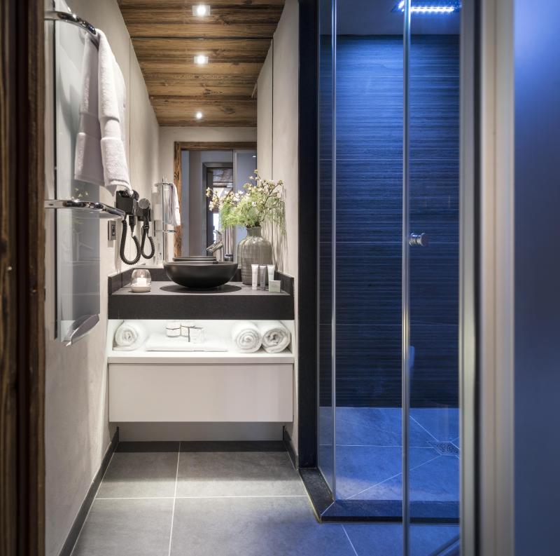 Rent in ski resort Résidence le Cristal de Jade - Chamonix - Shower