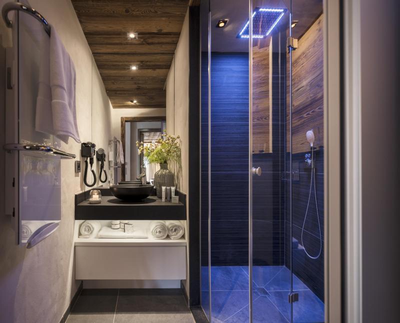 Rent in ski resort Résidence le Cristal de Jade - Chamonix - Shower room