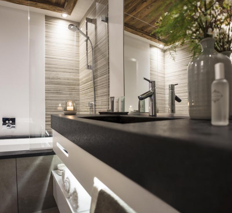 Rent in ski resort Résidence le Cristal de Jade - Chamonix - Wash-hand basin