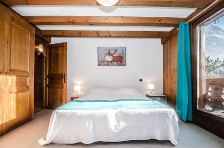 Rent in ski resort 8 room triplex chalet 12 people - Chalet le Tilleul - Chamonix - Bedroom