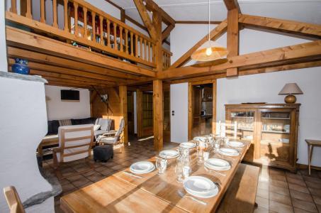 Rent in ski resort 8 room triplex chalet 12 people - Chalet le Tilleul - Chamonix - Dining area