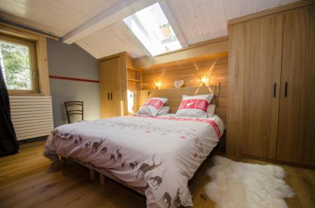 Rent in ski resort 6 room triplex chalet 10 people (SIXTINE) - Chalet Sixtine - Chamonix - Bedroom