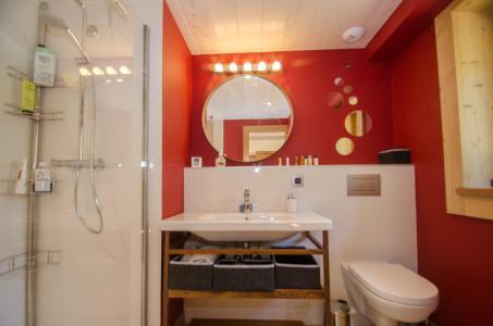 Rent in ski resort 6 room triplex chalet 10 people (SIXTINE) - Chalet Sixtine - Chamonix - Shower room