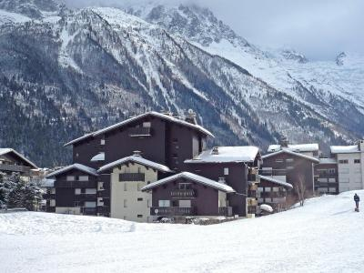 Rent in ski resort Clos du Savoy - Chamonix - Winter outside
