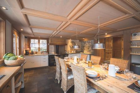 Rent in ski resort 7 room cottage 8 people - Maison Alpie - Chamonix - Table