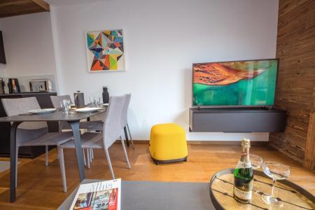Rent in ski resort 2 room apartment 2 people (ALLEGRIA) - Résidence Androsace du Lyret - Chamonix - Table