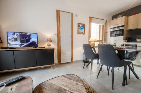 Rent in ski resort 2 room apartment 4 people (JOY) - Résidence Androsace du Lyret - Chamonix - Table