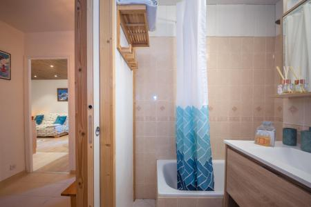 Rent in ski resort 2 room apartment 4 people - Résidence l'Outa - Chamonix - Shower