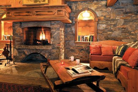 Location au ski Residence Lagrange Le Cristal D'argentiere - Chamonix - Cheminée