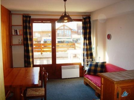 Location au ski Studio cabine 4 personnes (2) - Residence Du Centre - Champagny-en-Vanoise - Porte-fenêtre donnant sur balcon