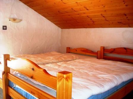 Location au ski Appartement 3 pièces mezzanine 6 personnes - Residence Le Chargalon - Champagny-en-Vanoise - Chambre mansardée