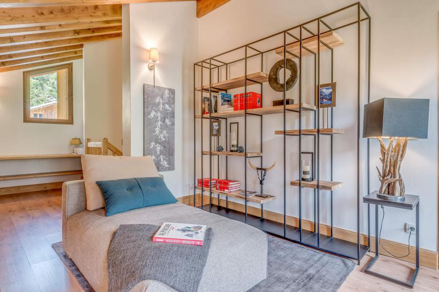 Rent in ski resort 7 room triplex chalet 10-12 people - Chalet Alideale - Champagny-en-Vanoise - Armchair