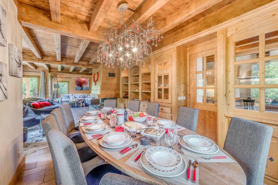 Rent in ski resort 7 room triplex chalet 10-12 people - Chalet Alideale - Champagny-en-Vanoise - Table