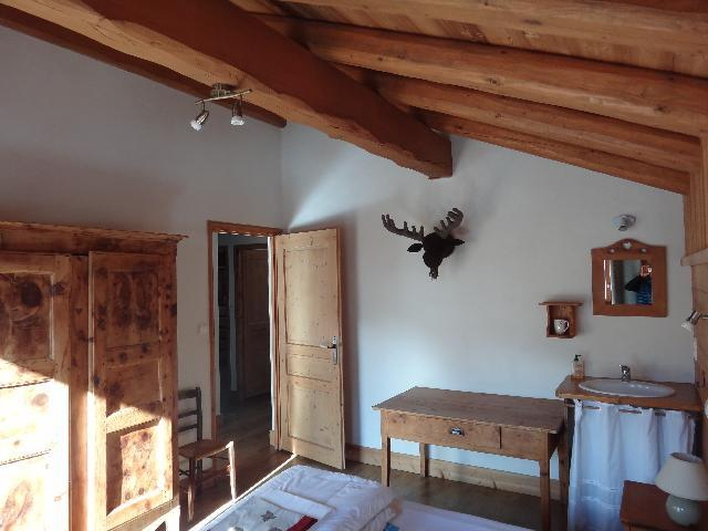 Rent in ski resort 5 room duplex chalet 8-10 people - Chalet la Sauvire - Champagny-en-Vanoise - Bedroom under mansard