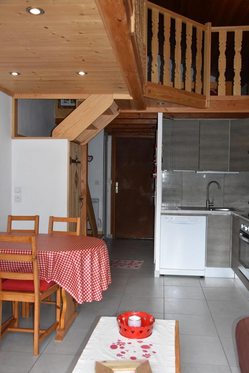 Location au ski Appartement 2 pièces 4 personnes (GENTIANE) - Résidence Flor'Alpes - Champagny-en-Vanoise - Table