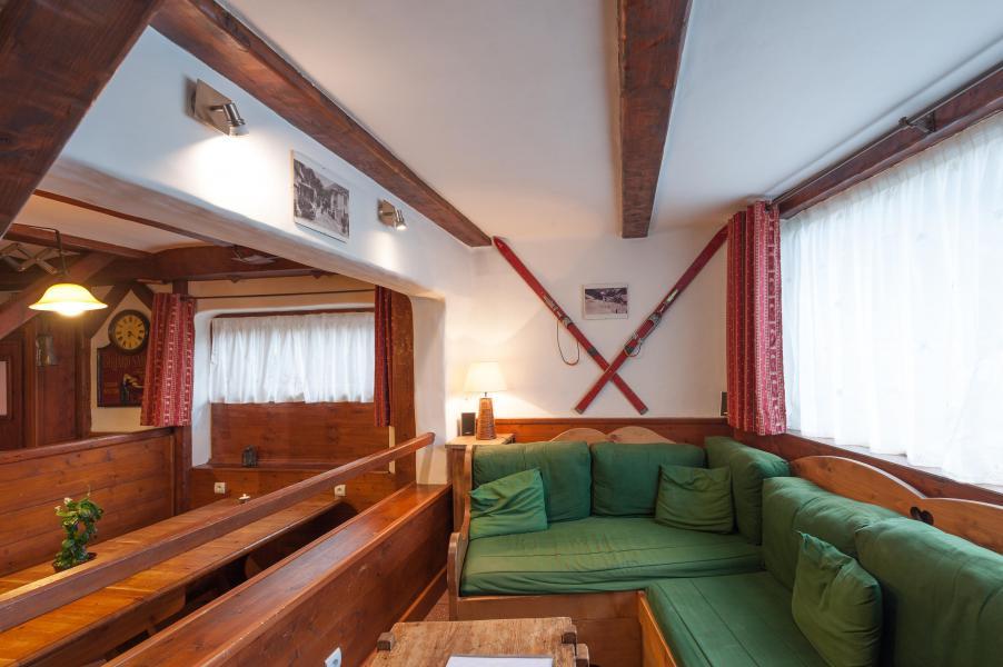 Rent in ski resort 3 room mezzanine semi-detached chalet 6-8 people - Résidence les Edelweiss - Champagny-en-Vanoise - Living room