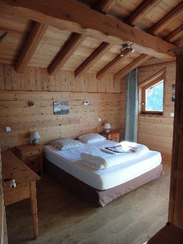 Rent in ski resort 5 room duplex chalet 8-10 people - Chalet la Sauvire - Champagny-en-Vanoise - Bedroom under mansard