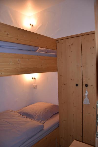 Rent in ski resort 3 room apartment 6 people (BRUYERE) - Résidence Flor'Alpes - Champagny-en-Vanoise - Bunk beds