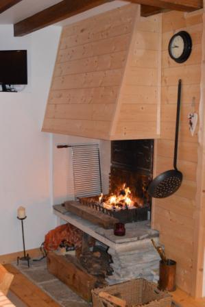 Location au ski Appartement 3 pièces mezzanine 6 personnes - Résidence le Dahu - Champagny-en-Vanoise - Cheminée