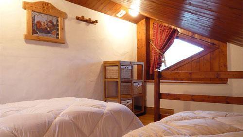 Location au ski Chalet mitoyen 3 pièces mezzanine 6-8 personnes - Résidence les Edelweiss - Champagny-en-Vanoise - Chambre mansardée