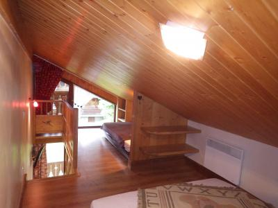 Rent in ski resort Studio 3 people (confort) - Résidence les Edelweiss - Champagny-en-Vanoise - Bedroom under mansard