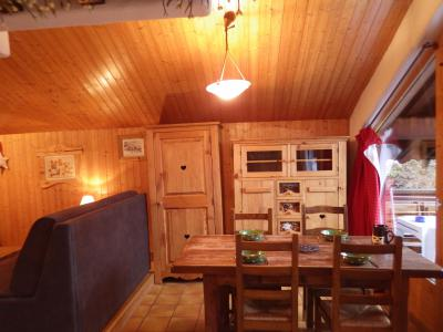 Rent in ski resort Studio mezzanine 4 people - Résidence les Edelweiss - Champagny-en-Vanoise - Dining area