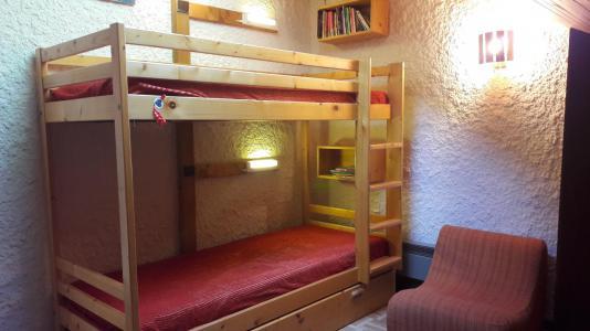 Rent in ski resort 3 room duplex apartment 6 people (006CL) - Résidence les Primevères - Champagny-en-Vanoise - Bunk beds