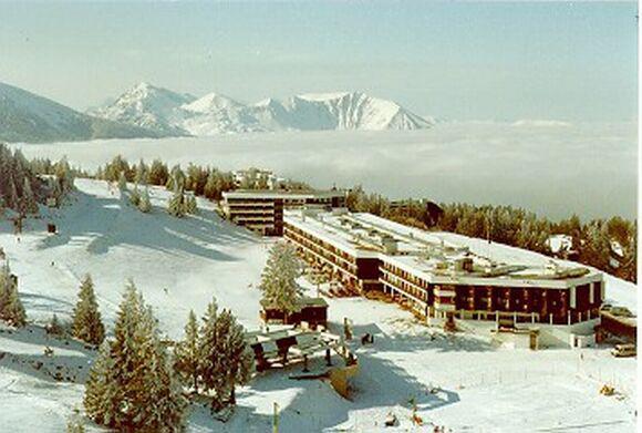 Vacances en montagne Résidence l'Olympic - Chamrousse - Extérieur hiver