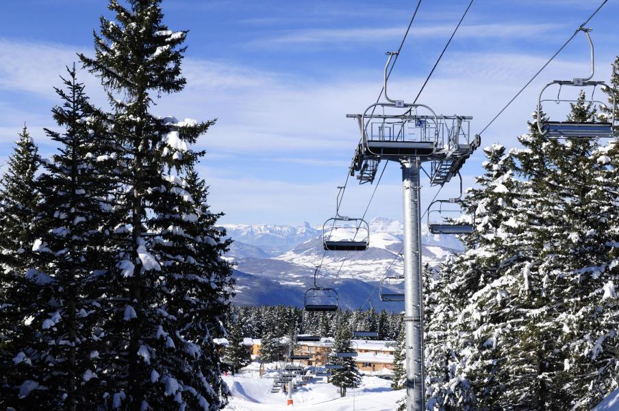 Urlaub in den Bergen Résidence les Villages du Bachat - Chamrousse - Draußen im Winter