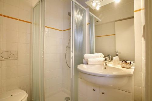 Location au ski Hotel Eliova L'eau Vive - Chatel - Salle de bains