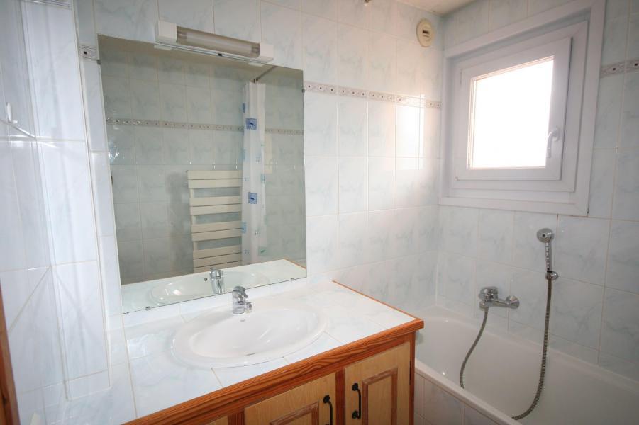 Rent in ski resort 3 room apartment 6 people (3) - Résidence Echo des Montagnes - Châtel - Bath-tub