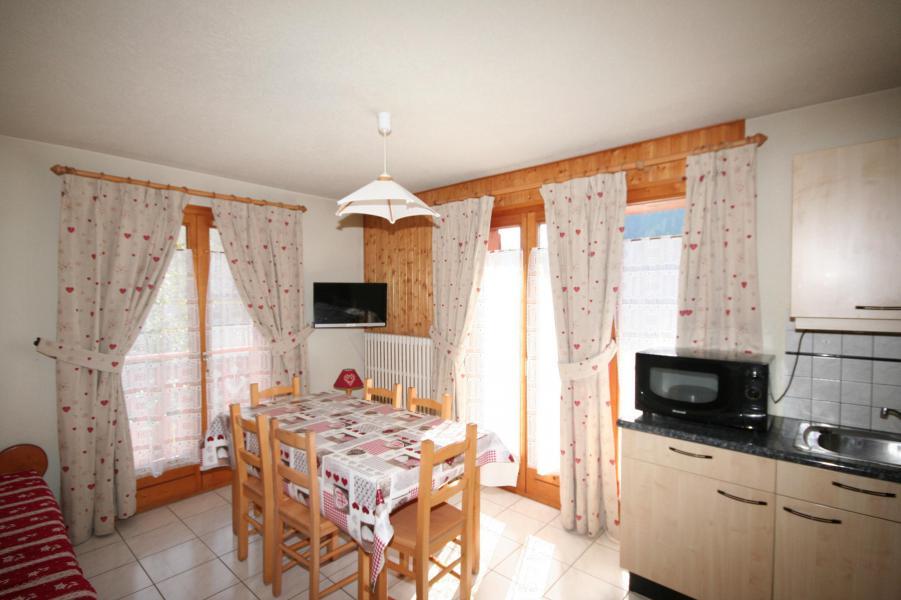Rent in ski resort 3 room apartment 6 people (6) - Résidence Echo des Montagnes - Châtel - Table