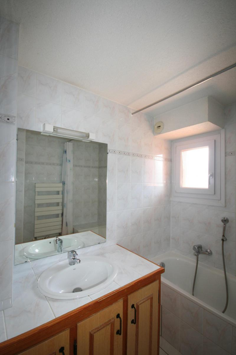 Rent in ski resort 3 room apartment 6 people (6) - Résidence Echo des Montagnes - Châtel - Wash-hand basin