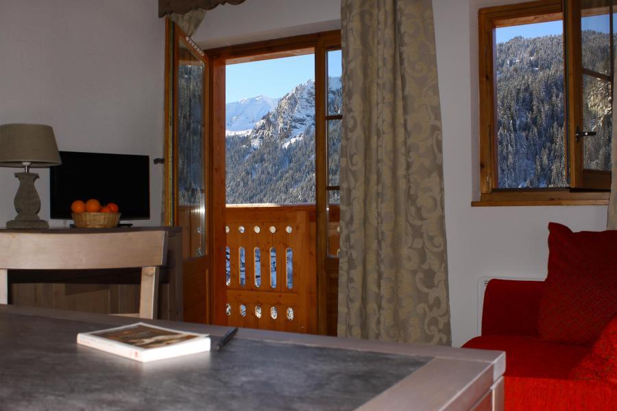 Аренда на лыжном курорте Résidence le Grand Lodge - Châtel - Французское окно выходящее на балкон