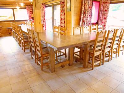 Rent in ski resort Chalet Châtel CPN01 - Châtel - Table