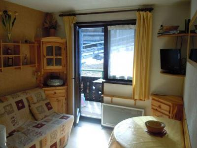 Rent in ski resort Studio sleeping corner 3 people (26A) - Résidence les Voinettes - Châtel - Living room