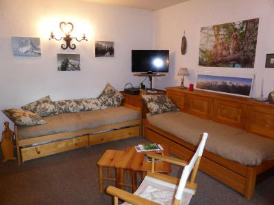Rent in ski resort Studio sleeping corner 4 people (04) - Résidence les Carlines - Combloux - Sofa-bed