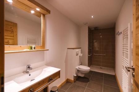 Rent in ski resort Résidence les Fermes du Mont Blanc - Combloux - Shower room