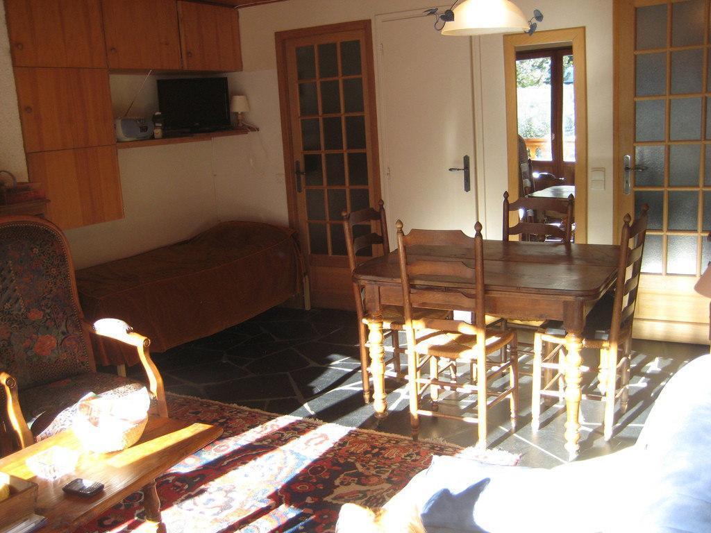 Location au ski Studio 3 personnes (RMIO202) - Residence La Roche De Mio - Courchevel - Table