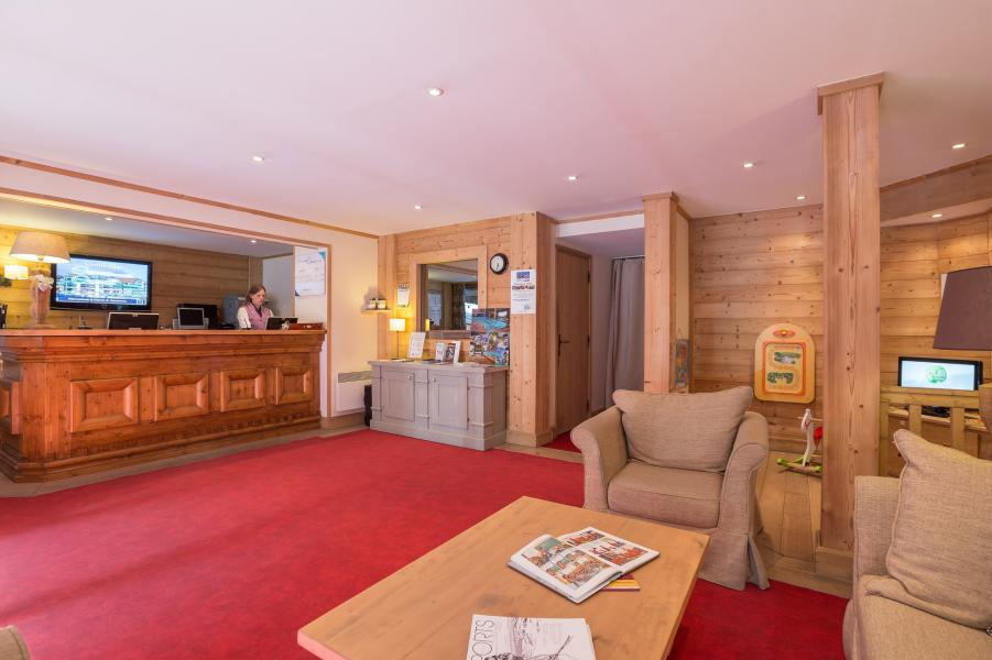 Location au ski Residence P&v Premium Les Chalets Du Forum - Courchevel - Réception
