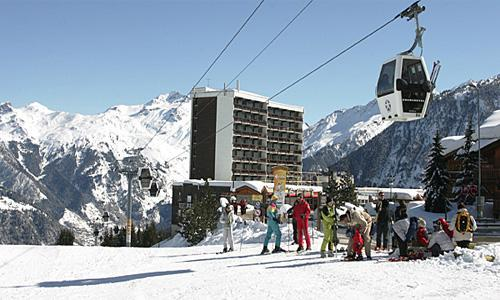 Holiday in mountain resort Résidence Pierre & Vacances les Ecrins - Courchevel - Winter outside