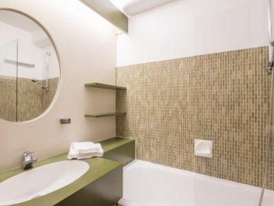 Rent in ski resort Résidence Pierre & Vacances les Ecrins - Courchevel - Bathroom