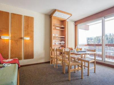 Rent in ski resort Résidence Pierre & Vacances les Ecrins - Courchevel - Living room