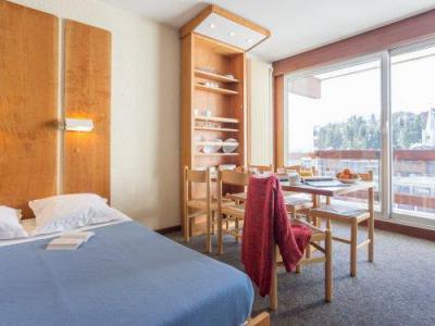 Rent in ski resort Résidence Pierre & Vacances les Ecrins - Courchevel - Sleeping area