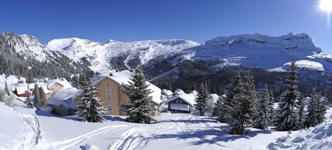 Location au ski Les Chalets du Hameau - Flaine - Extérieur hiver