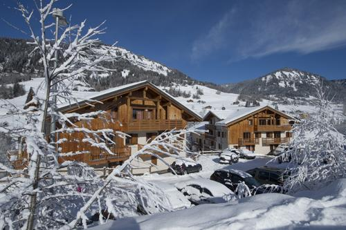 Accommodation with swmimming pool Residence Les Chalets Des Evettes