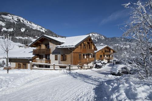 Vacances en montagne Residence Les Chalets Des Evettes - Flumet - Extérieur hiver