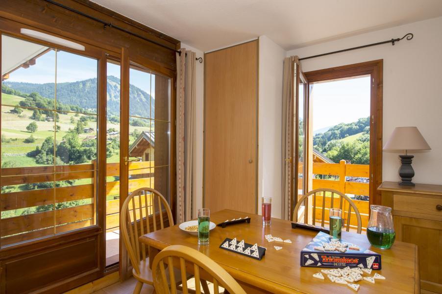 Location au ski Residence Les Chalets Des Evettes - Flumet - Porte-fenêtre donnant sur balcon