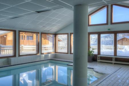 Location au ski Résidence les Chalets des Evettes - Flumet - Piscine